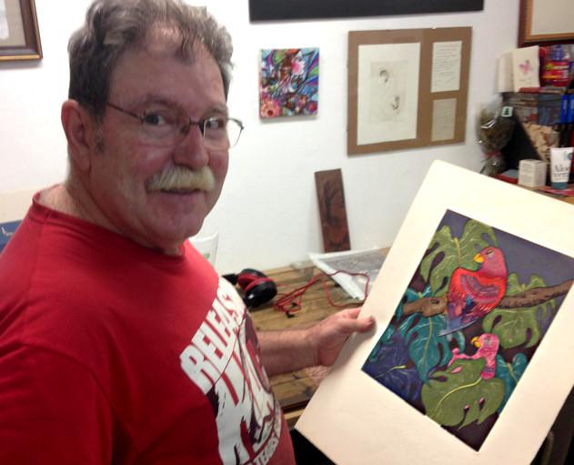 Master printmaker Ignasi Aguirre Ruiz holding Ferdinand Finne's etching Among Leaves, 2014