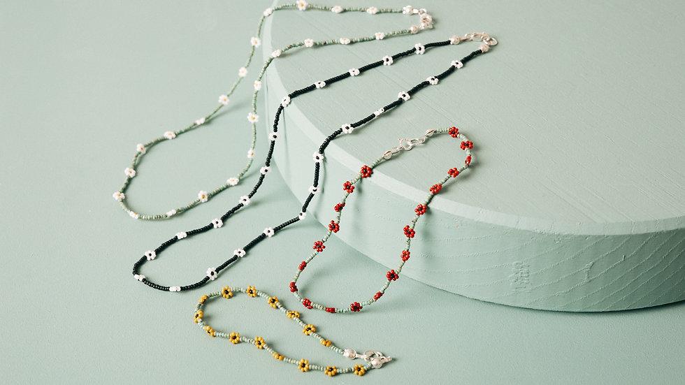 The Daisy Chain Bracelet