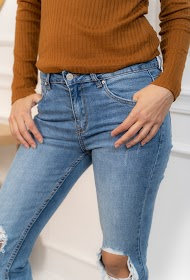 Jeans slim troué