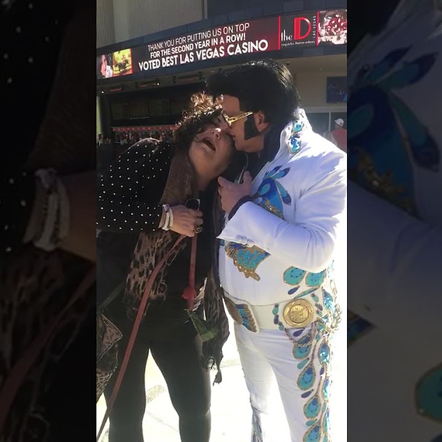Vicki meets Elvis on the streets of Las Vegas