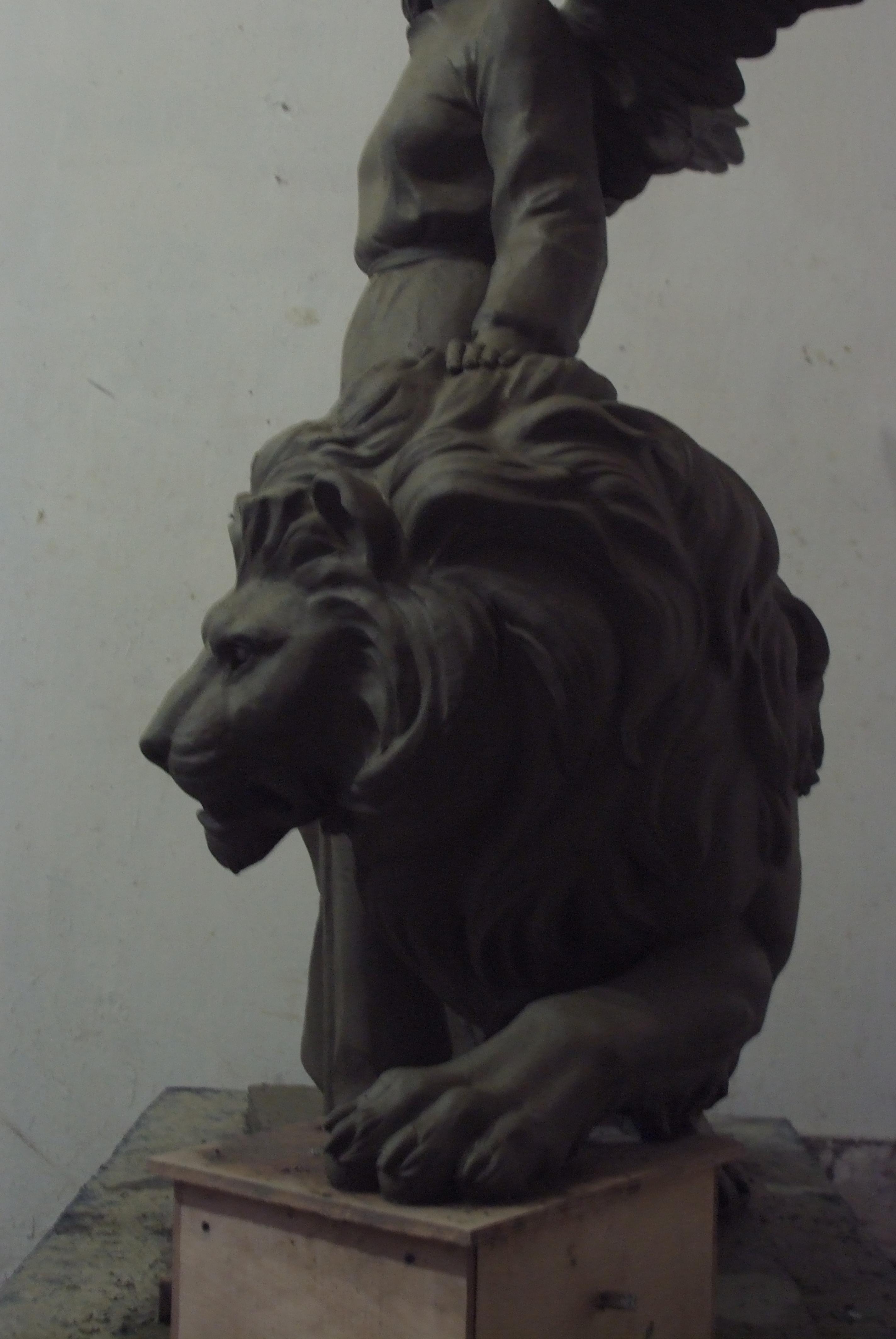 заказать скульптуру  льва