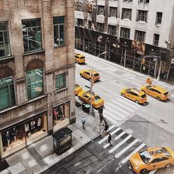Hello Manhattan #manhattan #newyork #citygrammers #citybestpics #ig_street #nyc #street #yellow #ig_