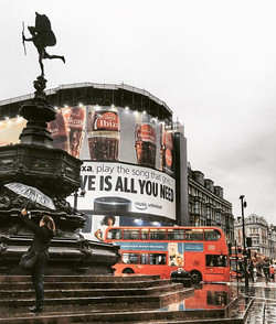 _Love is all you need_ #piccadilly #rain #rainstations #travel #londonvisionaries #vsco #vscolondon