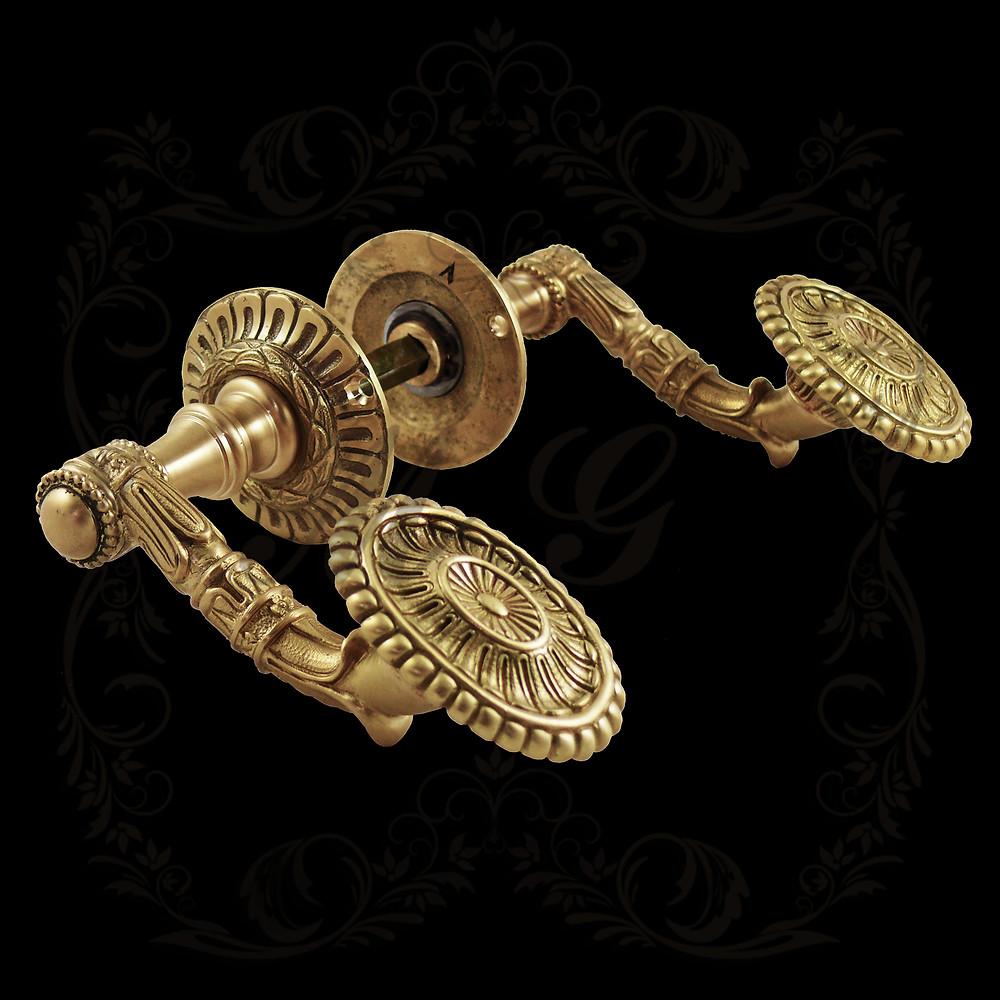 Ручка нажимная историческая дворцовая литая латунная Магрел