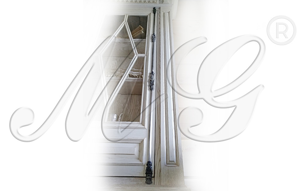 Кремон - раздвижной шпингалет для шкафа. Фото в интерьере посмотреть. Покрытие серебро состаренное.
