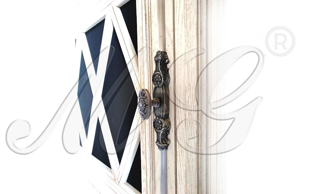 Кремон - раздвижной шпингалет для мебели. Фото в интерьере посмотреть. Покрытие серебро состаренное.