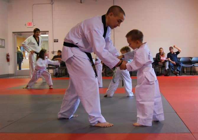 Martial Arts and School: The Benefits of Children Training While Taking Classes