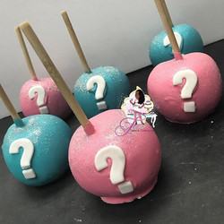 He or She What will it be Gender Reveal Chocolate Covered Apples 😍💙💖👶🏾