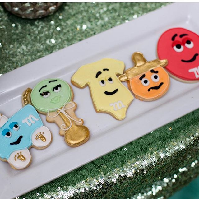 M&M baby shower cookies 👶🏾💚💙💛❤️😍