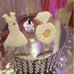 👰🏾💍😍 Perfect cookies for engagement parties, bridal showers, & weddings 👰🏾🤵🏾❤️