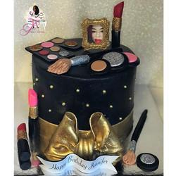 Makeup 💄 Cake 🎂 Vanilla cake with pineapple filling 🤗😋🍍
