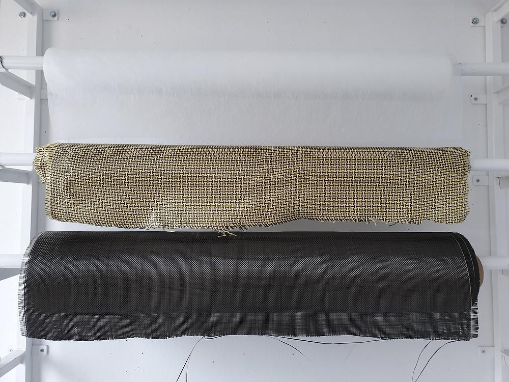 Alguns dos nossos Tecidos (de cima para baixo) 1. Tecido Véu de Superficie ; 2. Kevlar Carbono ; 3. Tecido Carbono
