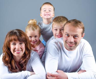 Familien Fotografie, Babybauch Fotografie, Kinder, Eltern, Baby,Chucks,Babychucks,Wecker,