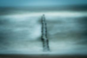 Insel Usedom Stubbenfelde Ückeritz Buhne Strandbefestigung Holzbpfosten Meer Ostsee Wellen Sturm Langzeitbelichtung Abends Rauhe See Salzwasser