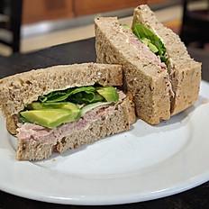 Tuna mayonnaise with avocado