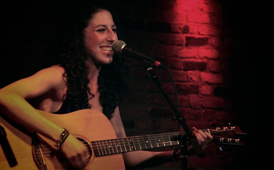 Devyn Performing at The Bitter End NYC