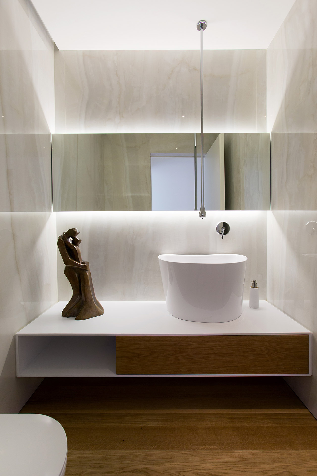 Luxury Penthouse guest wc