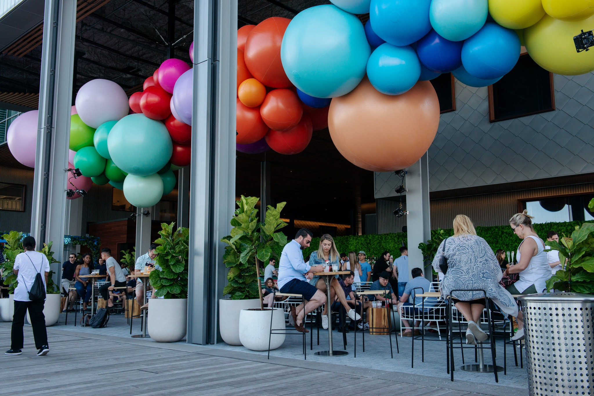 PIER 17 - BALLOON RAINBOW