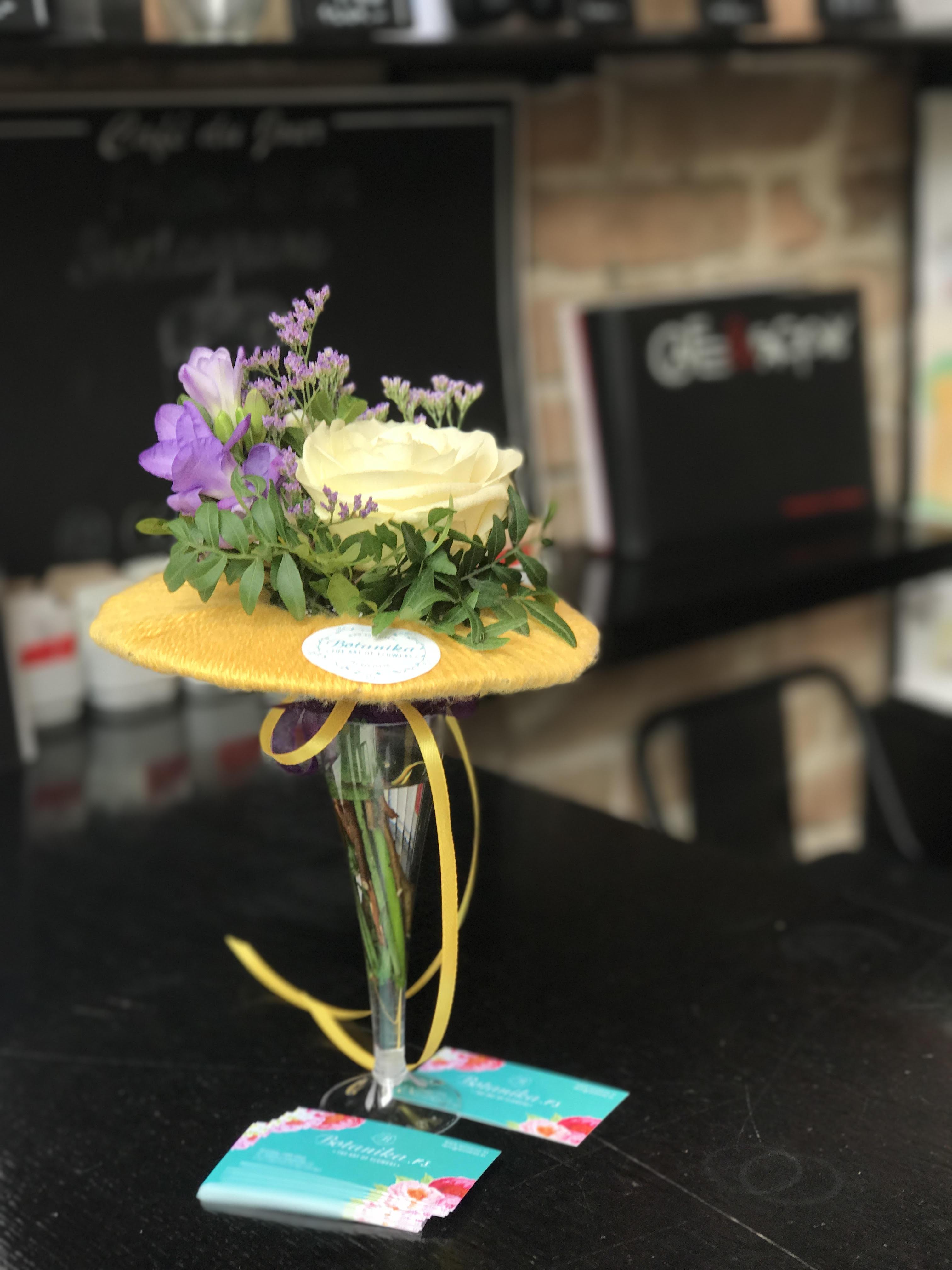 Cafe&Factory flower decoration