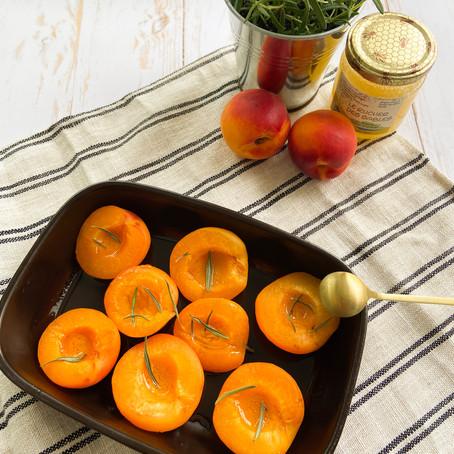 Abricots rôtis au miel et romarin ✨
