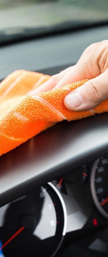 les-astuces-pour-nettoyer-sa-voiture-ave