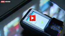 Een gift met smartphone of bankkaart