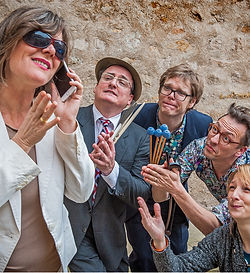 Frau Gerburg verkauft den Jazz I web.jpg