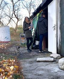 Vypĺňanie dotazníkov v komunite ľudí bez domova.