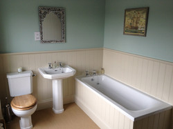 KIRK HOUSE, Knockroon - Family Bath