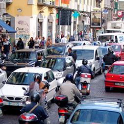 napoli-centro-citta-nel-caos-traffico-in