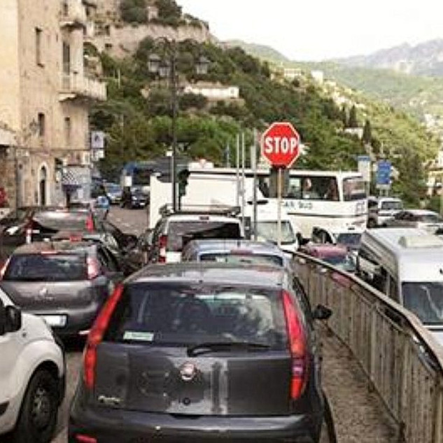 costa-d-amalfi-traffico-ancora-in-tilt-u