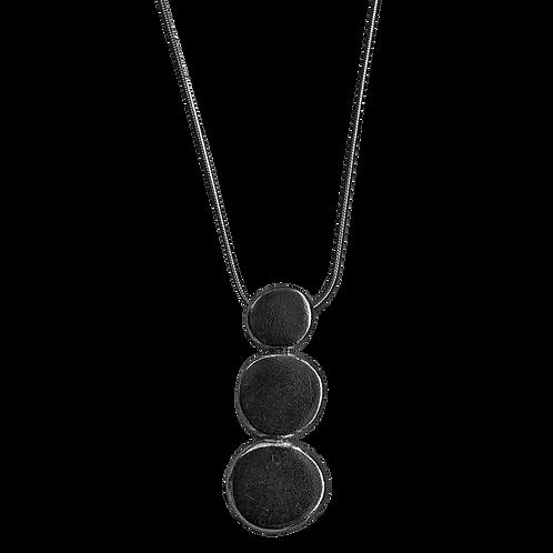 Balanced pebbles necklace