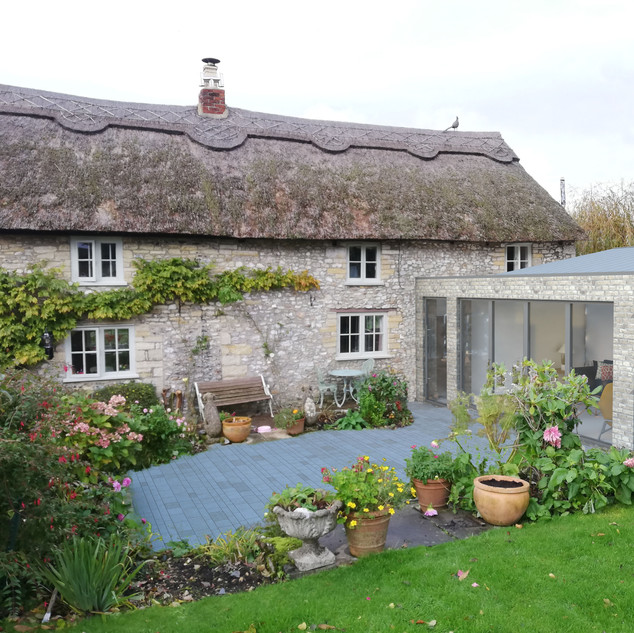 Contemporary extension to thatched cottage in East Devon