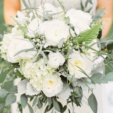 Erin gave me free reign on her bouquet.. keep it soft and neutral with hints of silver..jpg