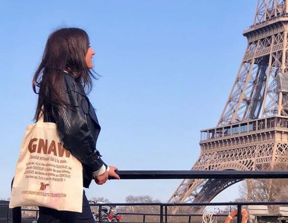 Jade et son sac GNAW.jpg