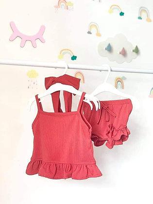 Clothing: Alana Ternos