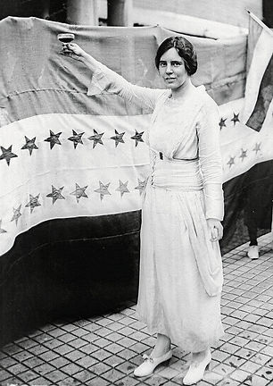 150526-suffragettes-09_edited.jpg