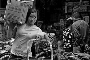 צילום רחוב- אישה בהאנוי ויאטנם