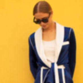 На улицах Москвы шелковый женский пижамный костюм