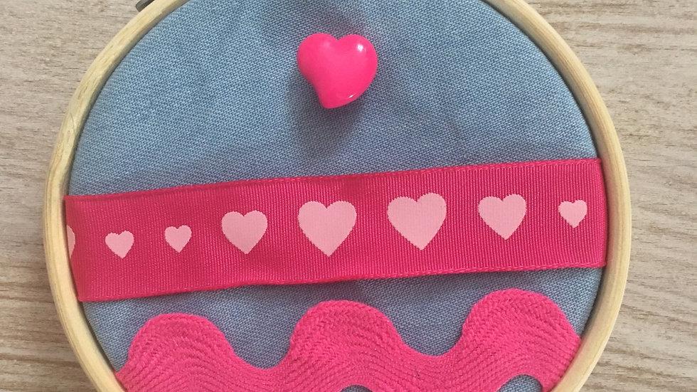Tambour broderie Jeans cœurs roses