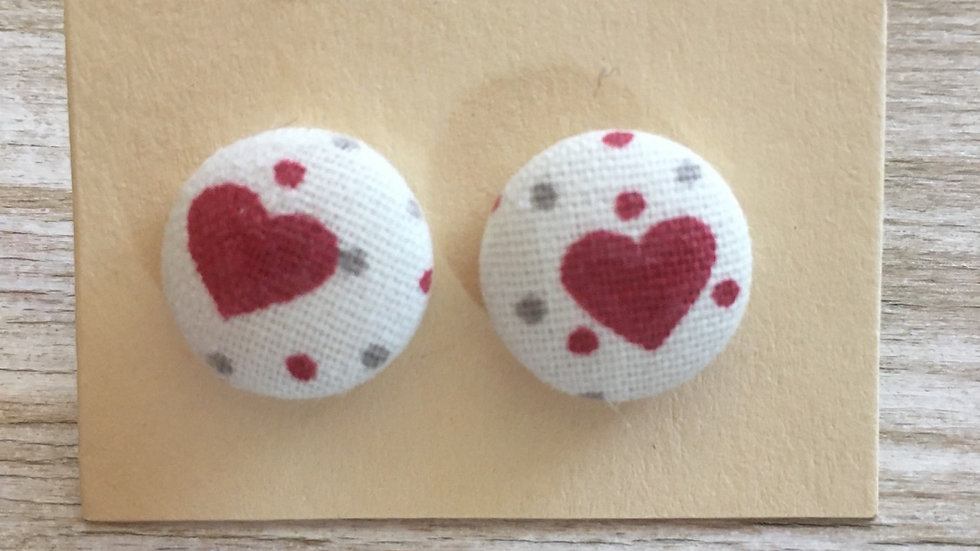 Boucles d'oreilles Clous écru cœur rouge petits pois
