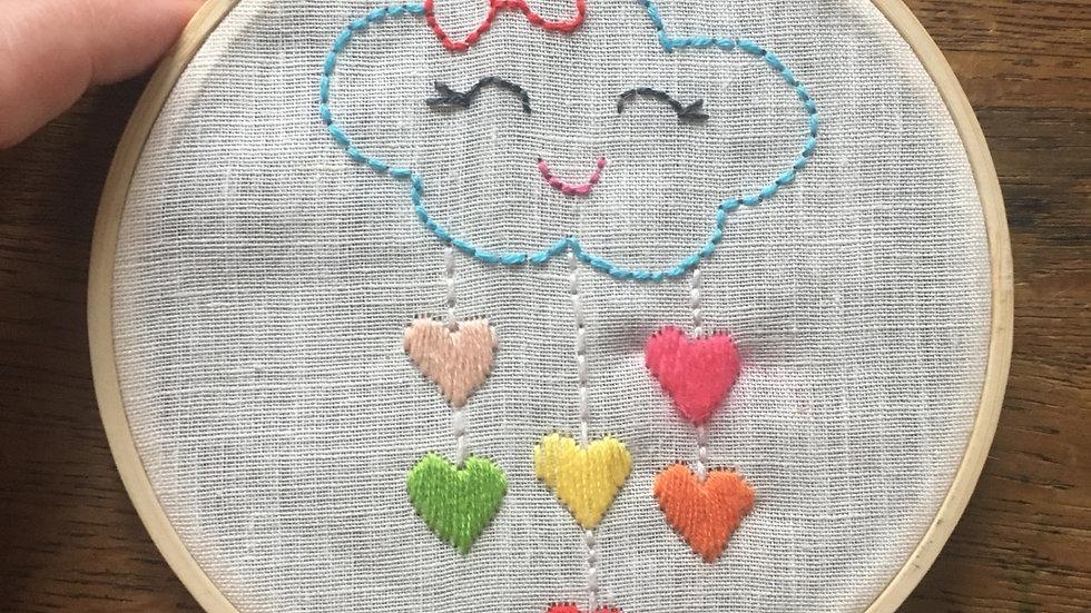 Tambour broderie nuage et cœurs