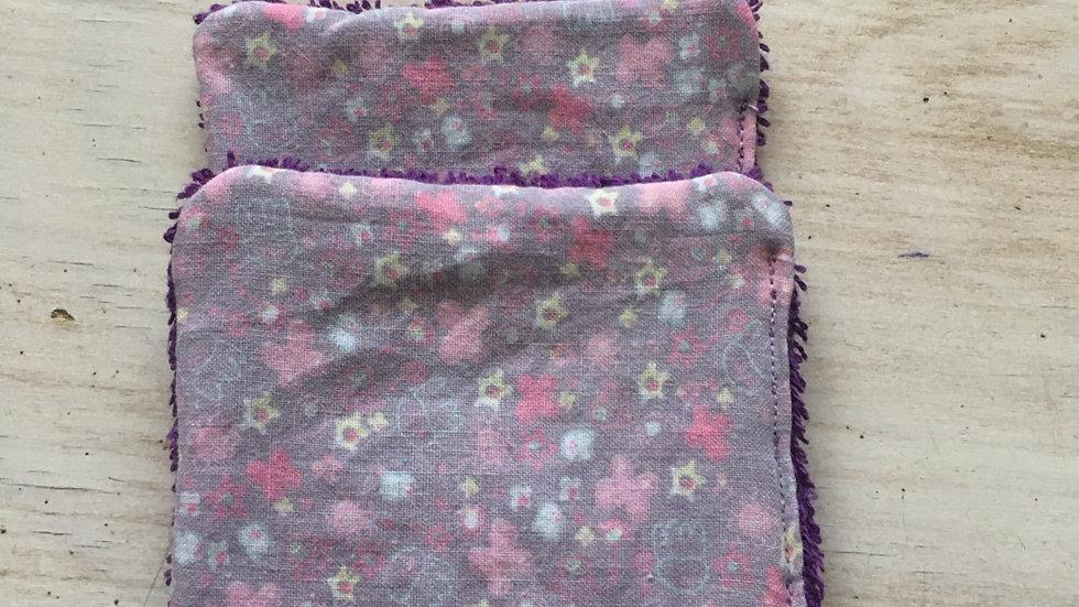 Lingettes démaquillantes fleurs violettes