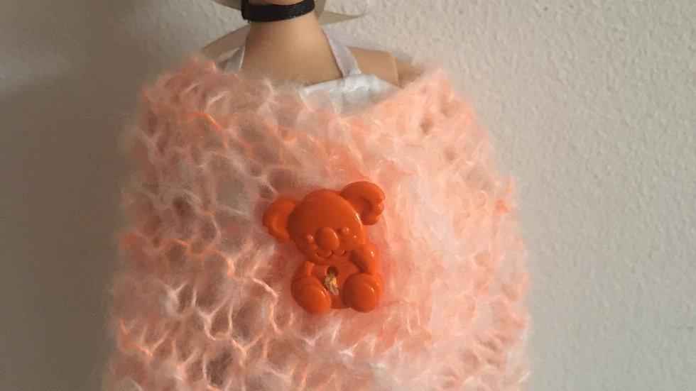 Châle en laine orange pour Barbie koala
