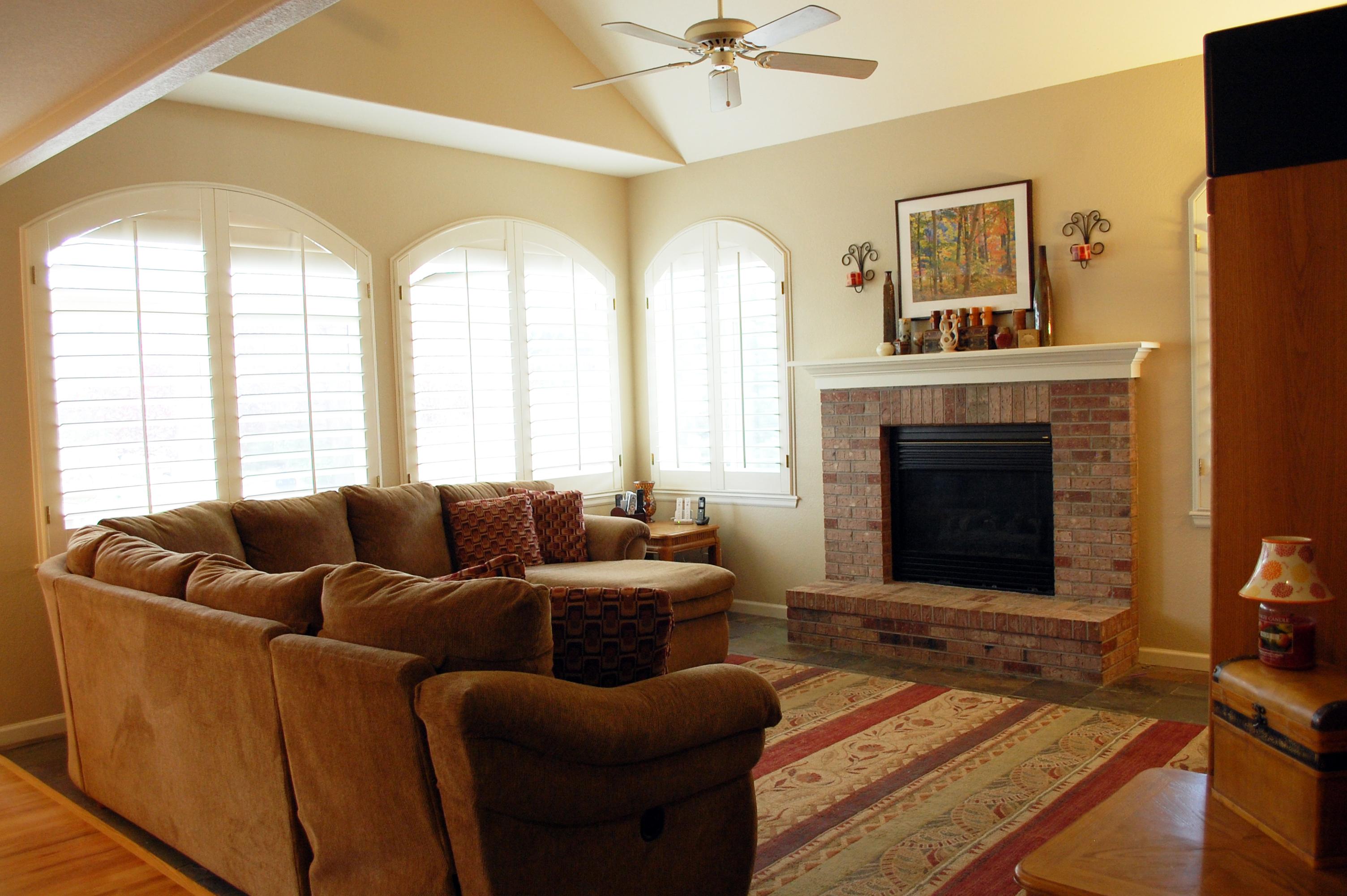 DSC_0947- family room.jpg