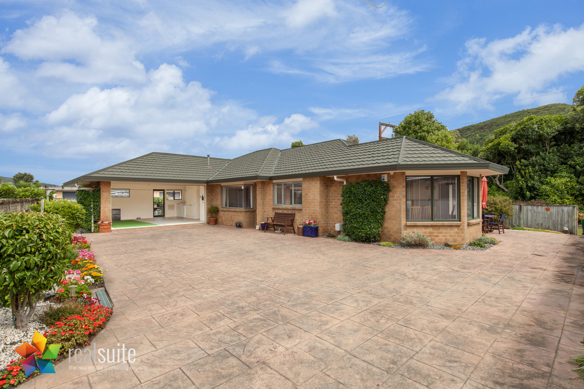 43 Maryhuse Grove, Manor Park 8441