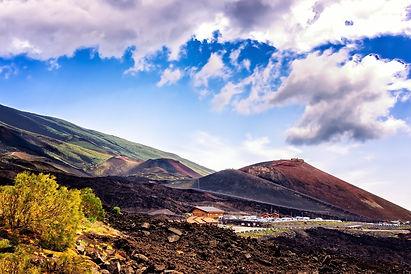 volcano-3630542_1920.jpg