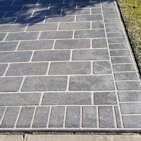 Old Schoold Stenciled Concrete Driveway