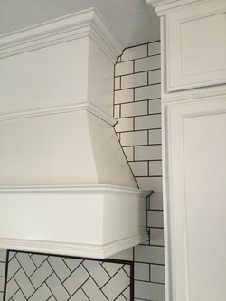 tile back splash around hood vent