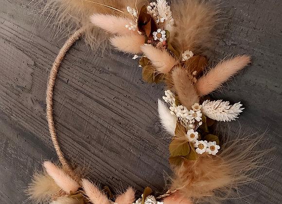 Poulette couronne de fleurs séchées et de plumes